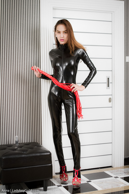 Shemale In Latex Suit
