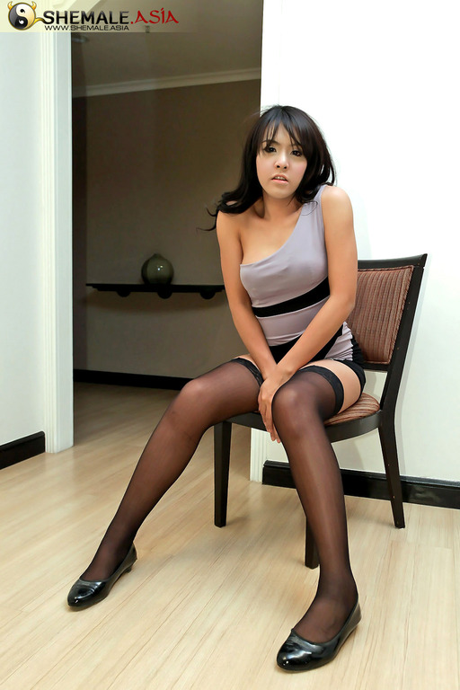 sexy brunette pantyhose tease