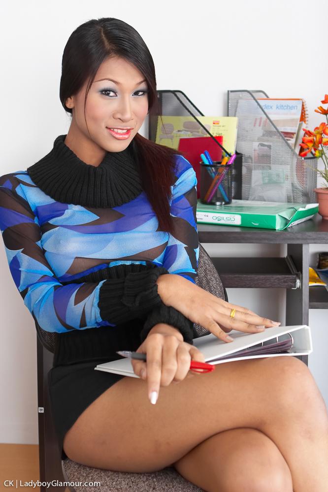 Ladyboy Secretary - Assistant Ass