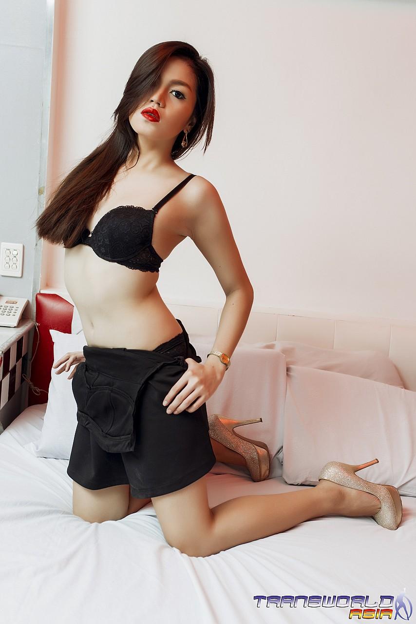 Asiatische Transe Lisa solo
